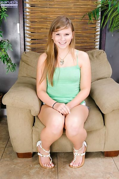 Young amateur angel Melissa..